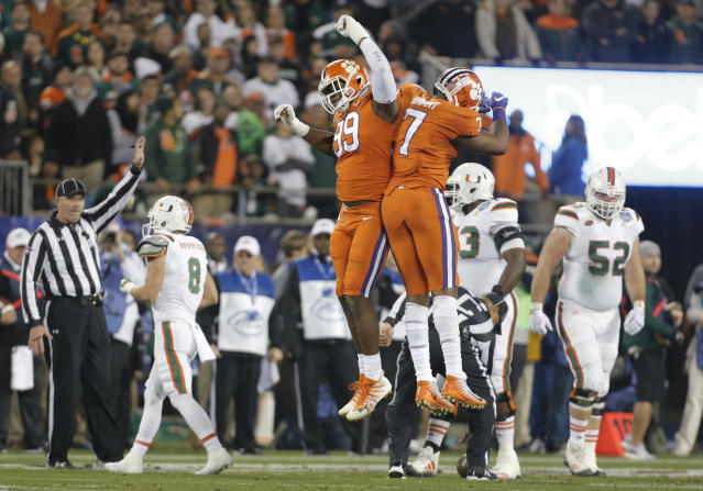 """Clemson's <a class=""""link rapid-noclick-resp"""" href=""""/ncaaf/players/252167/"""" data-ylk=""""slk:Clelin Ferrell"""">Clelin Ferrell</a> (L) celebrates with <a class=""""link rapid-noclick-resp"""" href=""""/ncaaf/players/252163/"""" data-ylk=""""slk:Austin Bryant"""">Austin Bryant</a> (R) after a play against Miami during the first half of the Atlantic Coast Conference championship NCAA college football game in Charlotte, N.C., Saturday, Dec. 2, 2017. (AP)"""