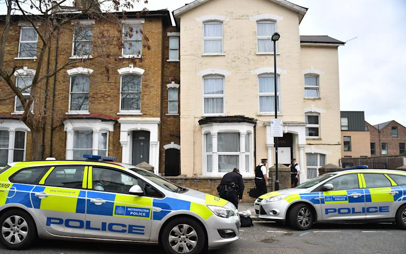 Police outside the flat near Finsbury Park, north London, on Sunday - ©2017 Under licence to London News Pictures +44 208 088 1155 press@londonnewspictures.co.uk