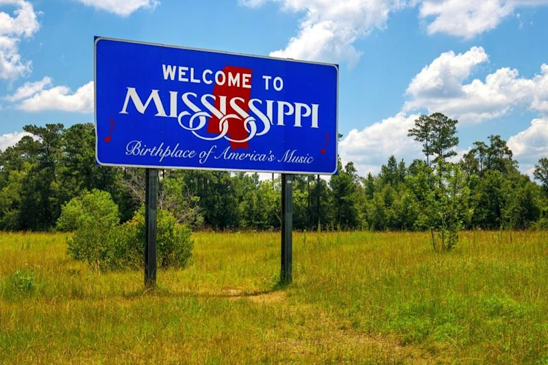 """Mississippi welcome sign with the words """"Birthplace of America's Music"""""""