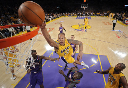 Ex-Laker Shannon Brown accused of firing rifle at couple