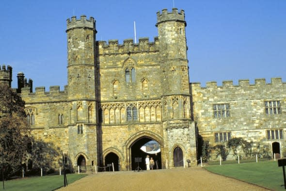Gate house at the abbey, Battle, East Sussex, England.