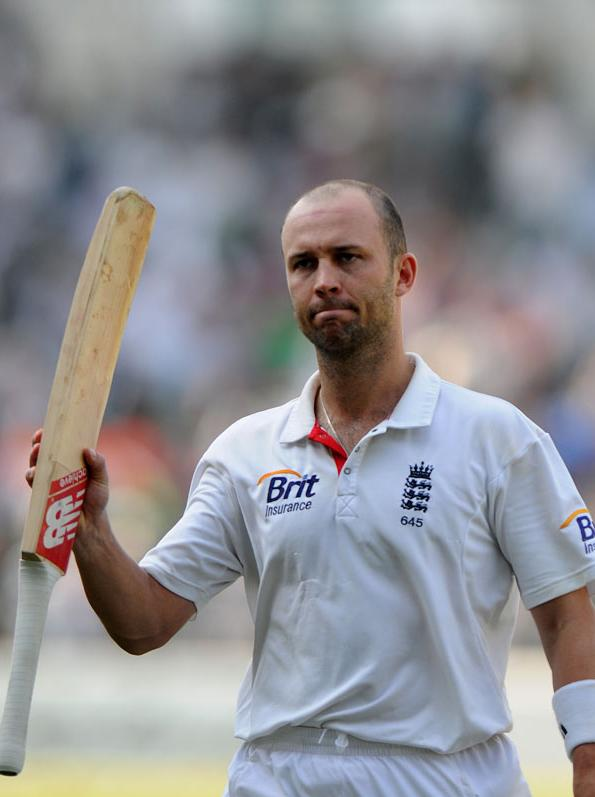 Jonathan Trott accepts cheers after being dismissed on Day 5 of the fourth Test between India and England at the Jamtha Stadium in Nagpur, Monday, December 17, 2012. (BCCI)