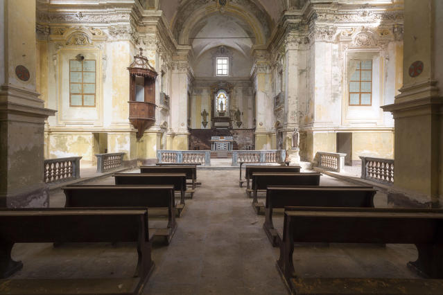<p>A few beautiful abandoned churches. (Photo: Roman Robroek/Caters News) </p>