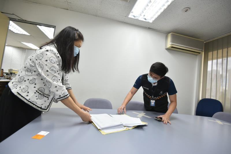 MOM enforcement staff checking workplaces for safe management measures. (PHOTO: Ministry of Manpower)