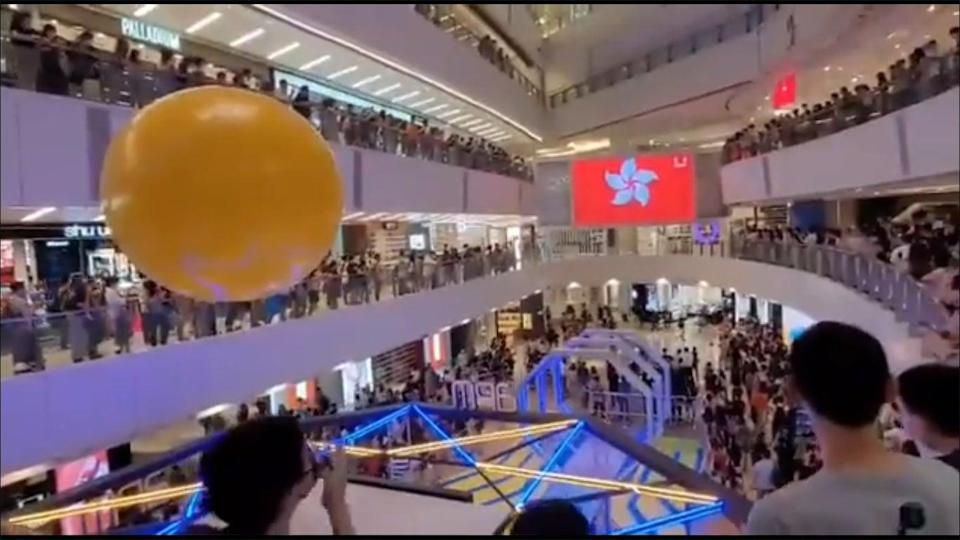 Crowd at Hong Kong mall boo Chinese national anthem during a broadcast of the medal ceremony as a Hong Kong fencer was awarded (Screengrab/Twitter)