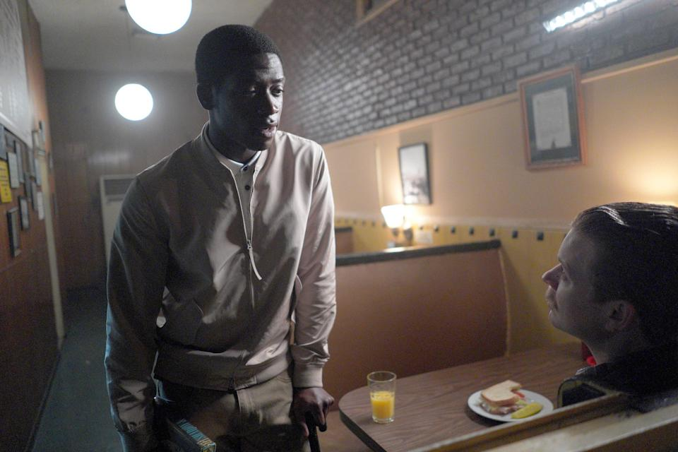 """""""All The Way Down"""" -- Season 4, Episode 3 (Airs Wednesday, March 3) -- Pictured: (l-r) Damson Idris as Franklin Saint, Jesse Luken as Officer Herb 'Nix' Nixon. CR: Byron Cohen/FX"""