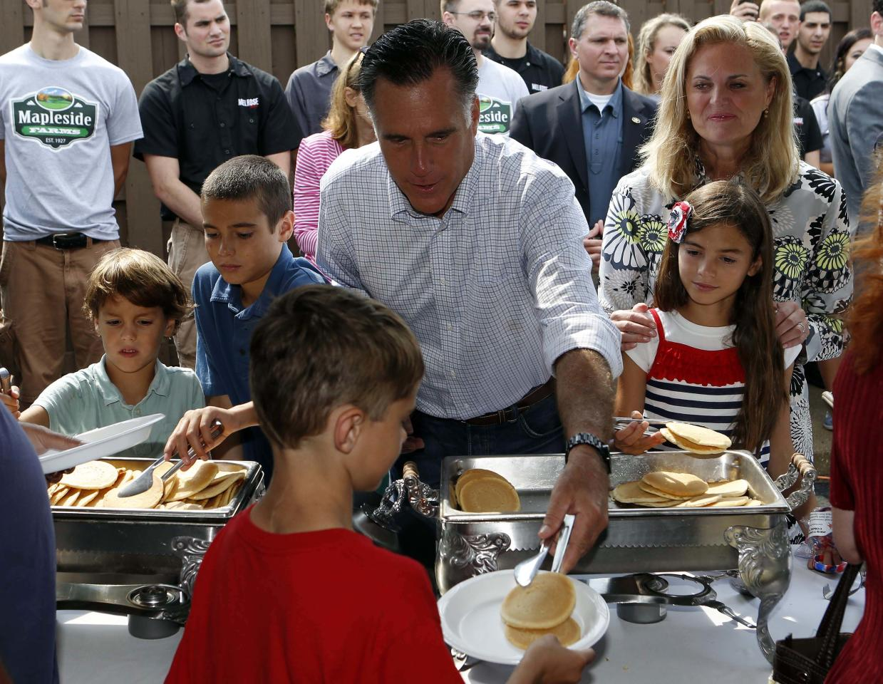 U.S. Republican Presidential candidate Mitt Romney, his wife Ann, and his grandchildren, serve pancakes while attending a pancake breakfast at Mapleside Farms in Brunswick, Ohio, June 17, 2012.     REUTERS/Larry Downing    (UNITED STATES - Tags: POLITICS ELECTIONS)