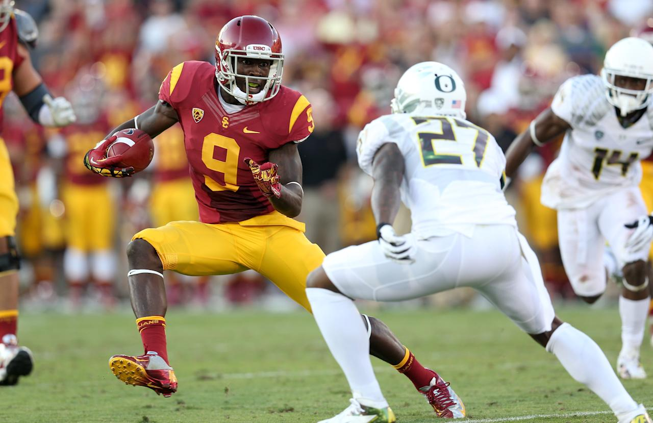 LOS ANGELES, CA - NOVEMBER 03:  Wide receiver Marquise Lee #9 of the USC Trojans carries the ball against cornerback Terrance Mitchell #27 of the Oregon Ducks at the Los Angeles Memorial Coliseum on November 3, 2012  in Los Angeles, California. Oregon won 62-51.  (Photo by Stephen Dunn/Getty Images)