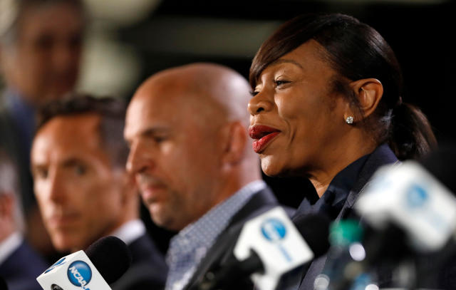 Former WNBA player Tina Thompson, right, speaks during a news conference for the Naismith Memorial Basketball Hall of Fame class of 2018 announcement, Saturday, March 31, 2018, in San Antonio. (AP Photo/Charlie Neibergall)