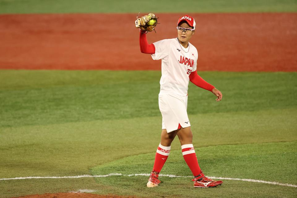 YOKOHAMA, JAPAN - JULY 27: Miu Goto #27 of Team Japan pitches in the sixth inning during the Softball Gold Medal Game between Team Japan and Team United States on day four of the Tokyo 2020 Olympic Games at Yokohama Baseball Stadium on July 27, 2021 in Yokohama, Kanagawa, Japan. (Photo by Yuichi Masuda/Getty Images)