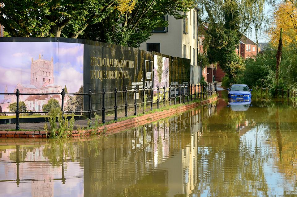 Cars stuck in flooding in Tewkesbury, Gloucestershire (SWNS)