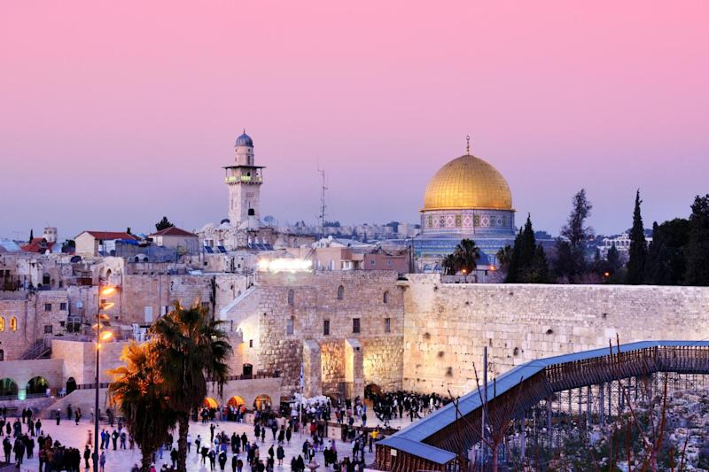 Dome of the Rock and Western Wall in Jerusalem: Shutterstock / ESB Professional