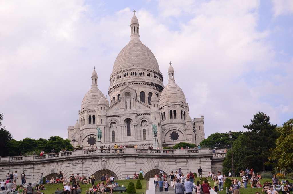 Basilica De Sacre Coeur, Paris, France  One of the most beautiful and serene churches in Paris, the basilica is built atop the Montmartre, the highest point in the city. Besides enriching the skyline of the city, this white monument looks stunning against the blue sky. It is built of travertine, a form of limestone that lends the colour to the monument. One can walk up to the top of the dome for a view of Paris.
