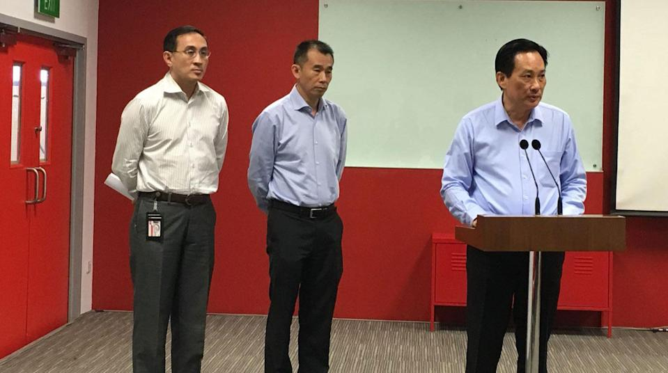 SMRT's top management apologises for the 7-8 Oct 2017 disruption on the North-South Line at a media briefing on 16 October 2017 at Bishan Depot. (From left to right): SMRT Corporation CEO Desmond Kuek, SMRT Trains CEO Lee Ling Wee, SMRT Corporation and SMRT Trains Chairman Seah Moon Ming. Photo: Dhany Osman/Yahoo News Singapore