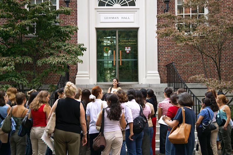 The 4 Questions to Ask on a College Campus Tour