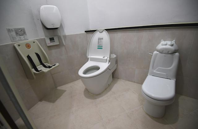 <p>A public toilet at Haewoojae Culture Center in Suwon, south of Seoul, South Korea. (Photo: Jung Yeon-Je/AFP/Getty Images) </p>