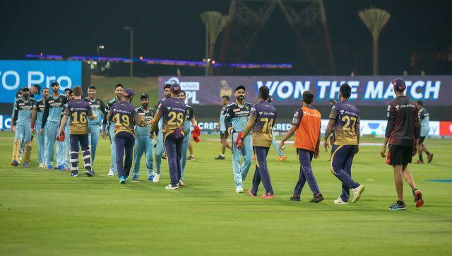 Royal Challengers Bangalore and Kolkata Knight Riders shakes hand after the match 31 of the Vivo Indian Premier League between the Kolkata Knight Riders and the Royal Challengers Bangalore held at the Sheikh Zayed Stadium, Abu Dhabi in the United Arab Emirates on the 20th September 2021 Photo by Sandeep Shetty / Sportzpics for IPL