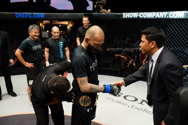 Japan's Kotetsu Boku being crowned champion of Singapore-based ONE FC. (ONE FC Photo)
