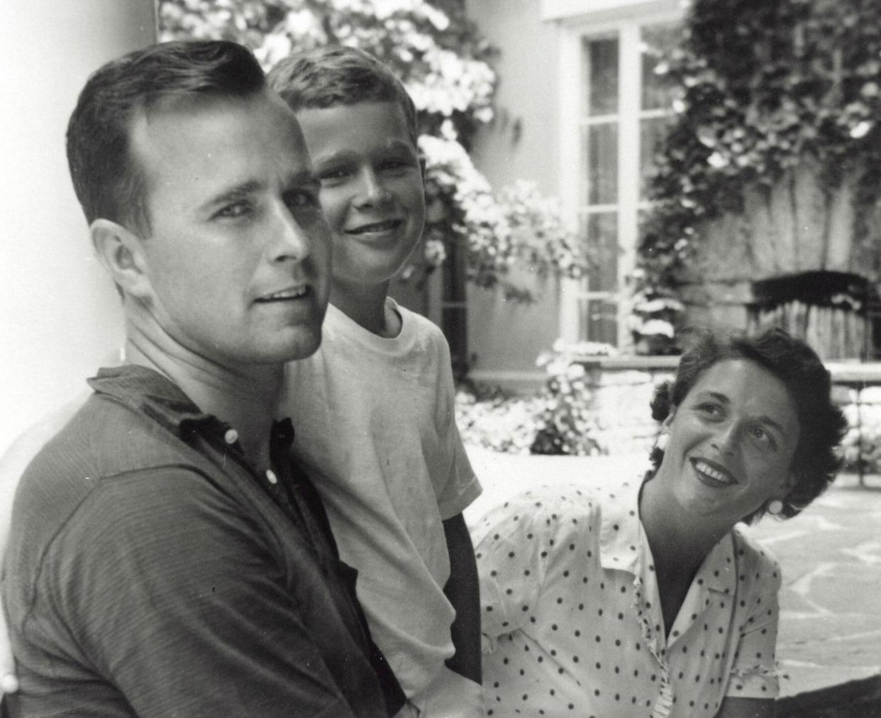 Future presidents George H.W. Bush and George W. Bush pose with Barbara Bush in Rye, N.Y., summer 1955. (Photo: Newsmakers/Getty Images)