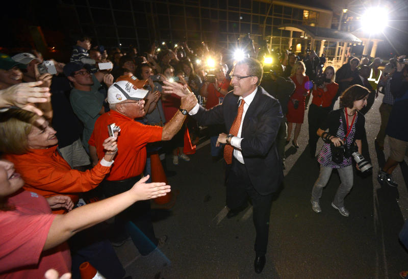 New Auburn football coach Gus Malzahn greets fans at an airport Tuesday, Dec. 4, 2012, in Auburn, Ala. (AP Photo/Todd J. Van Emst)