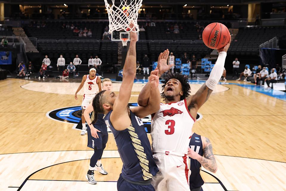 Arkansas guard Desi Sills attempts to shoot over Kevin Obanor of Oral Roberts during the first half on March 27. (Jamie Squire/Getty Images)