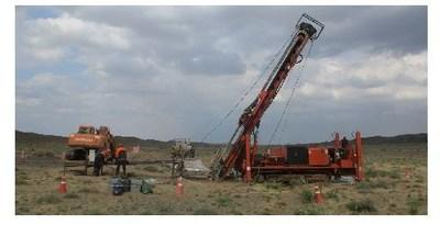 Figure 1: Diamond rig operational at West West Kasulu drilling a scissor hole to hole F62 that interested 13 metres of 1.41% CuEq within 794 metres at 0.40% CuEq on margin of target zone(1) (CNW Group/Kincora Copper Limited)