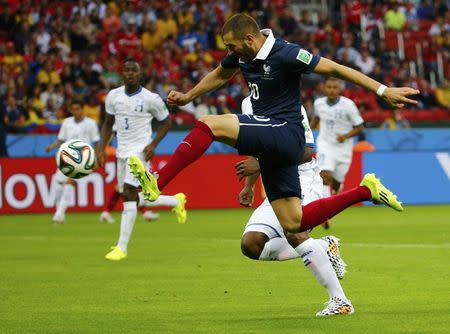 France's Karim Benzema shoots to score during the 2014 World Cup Group E soccer match between France and Honduras at the Beira Rio stadium in Porto Alegre, June 15, 2014. REUTERS/Damir Sagolj