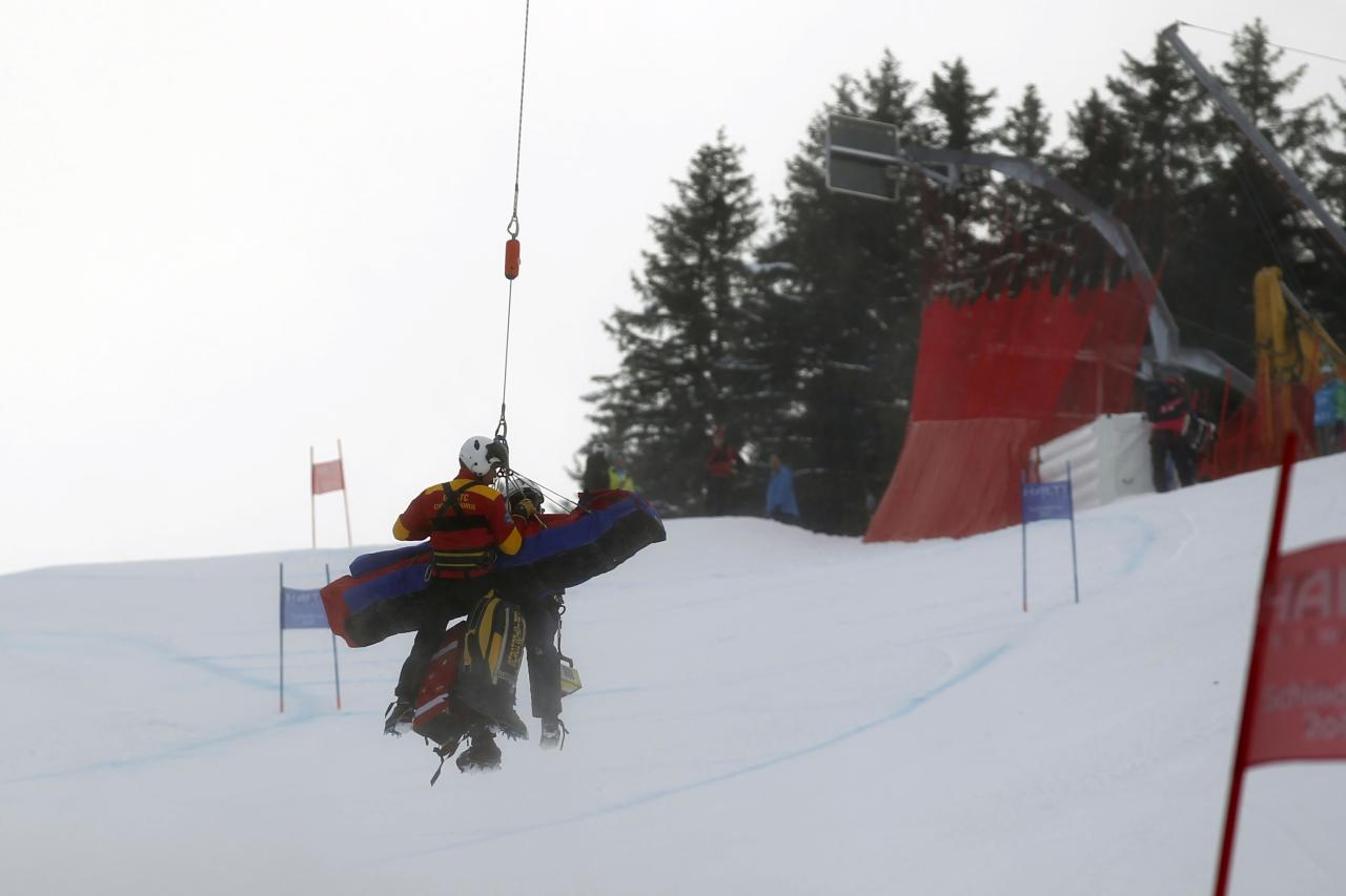 SCHLADMING, AUSTRIA - FEBRUARY 05: (FRANCE OUT) Lindsey Vonn of the USA is helicoptered off the course during the Audi FIS Alpine Ski World Championships Women's SuperG on February 05, 2013 in Schladming, Austria. (Photo by Christophe Pallot/Agence Zoom/Getty Images)