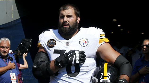 Alejandro Villanueva sorry for making Steelers look bad by standing alone
