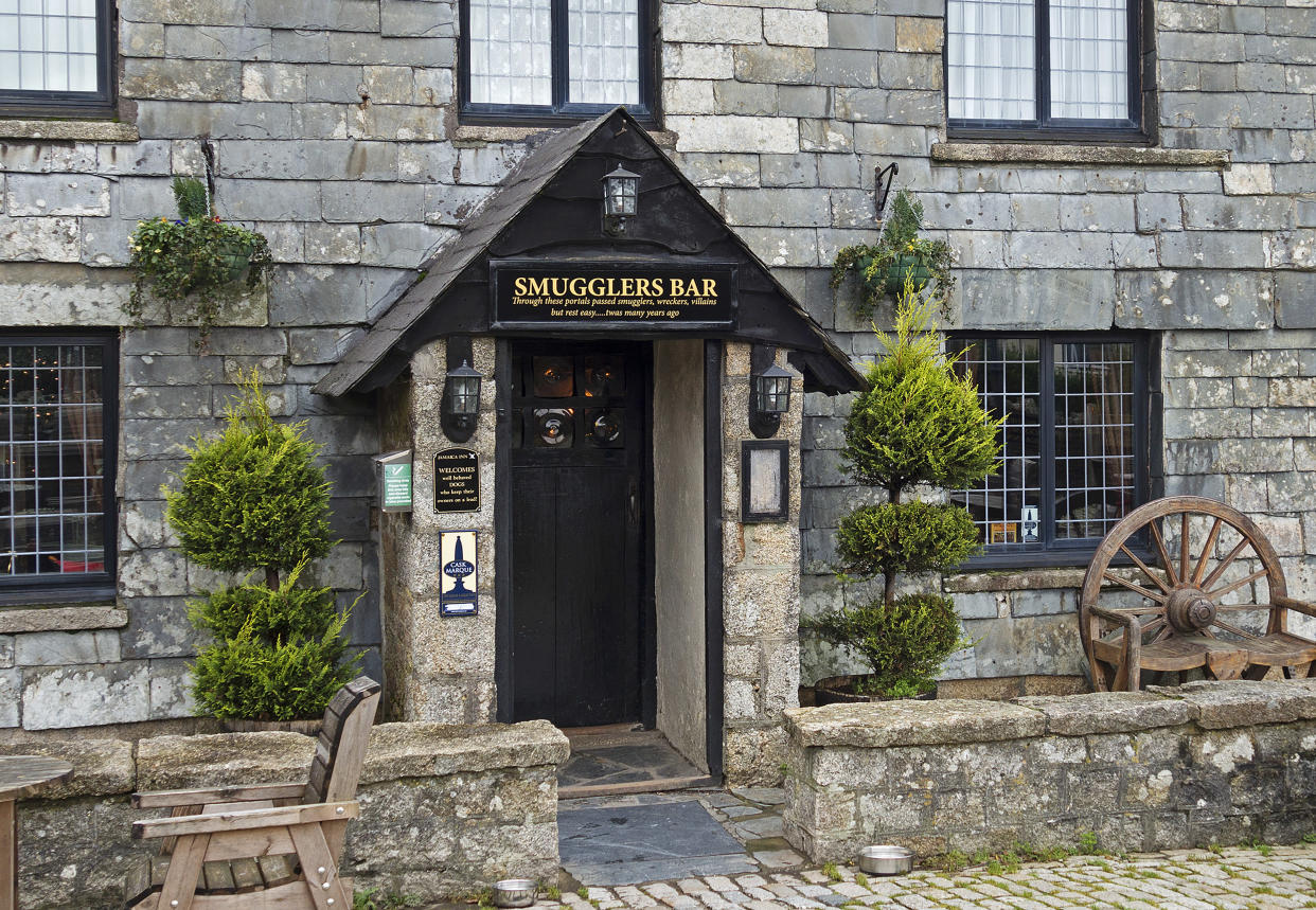entrance to smugglers bar at jamaica inn, bodmin moor, bolventor, Cornwall, England, Britain, uk. (Photo by: Kevin Britland/Education Images/Universal Images Group via Getty Images)