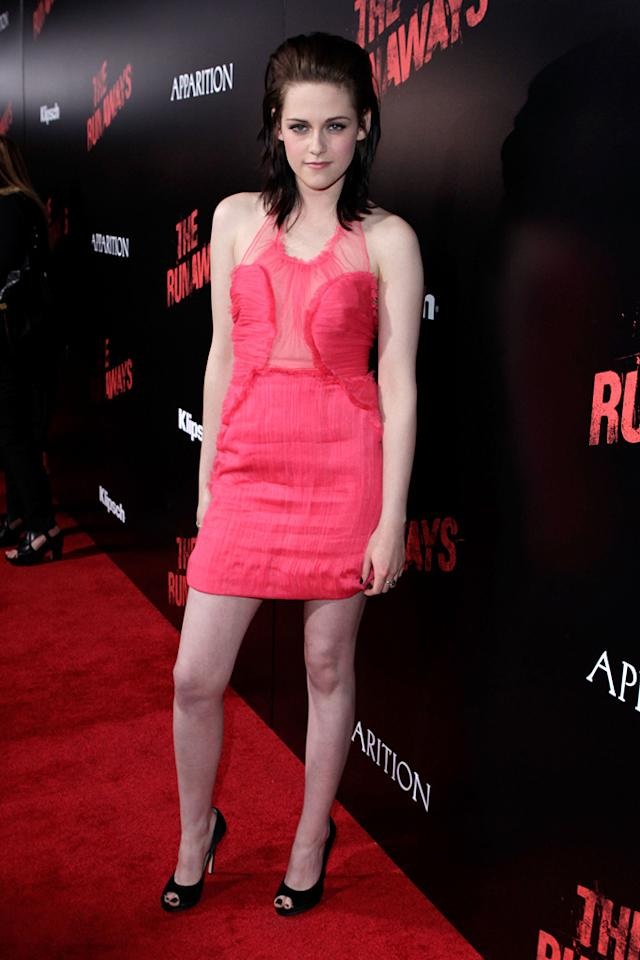 "<a href=""http://movies.yahoo.com/movie/contributor/1807776250"">Kristen Stewart</a> at the Los Angeles premiere of <a href=""http://movies.yahoo.com/movie/1810129048/info"">The Runaways</a> - 03/11/2010"