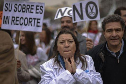 Spanish medical workers protest over cost-control efforts