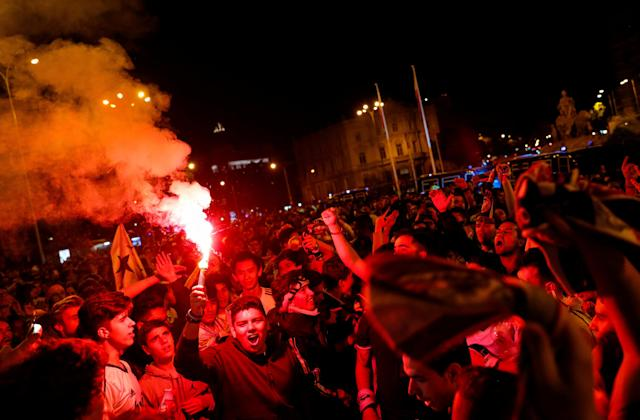 Soccer Football - Real Madrid fans watch the Champions League Final - Madrid, Spain - May 27, 2018 Real Madrid fans celebrate near the Cibeles fountain in central Madrid after their team won the Champions League REUTERS/Paul Hanna
