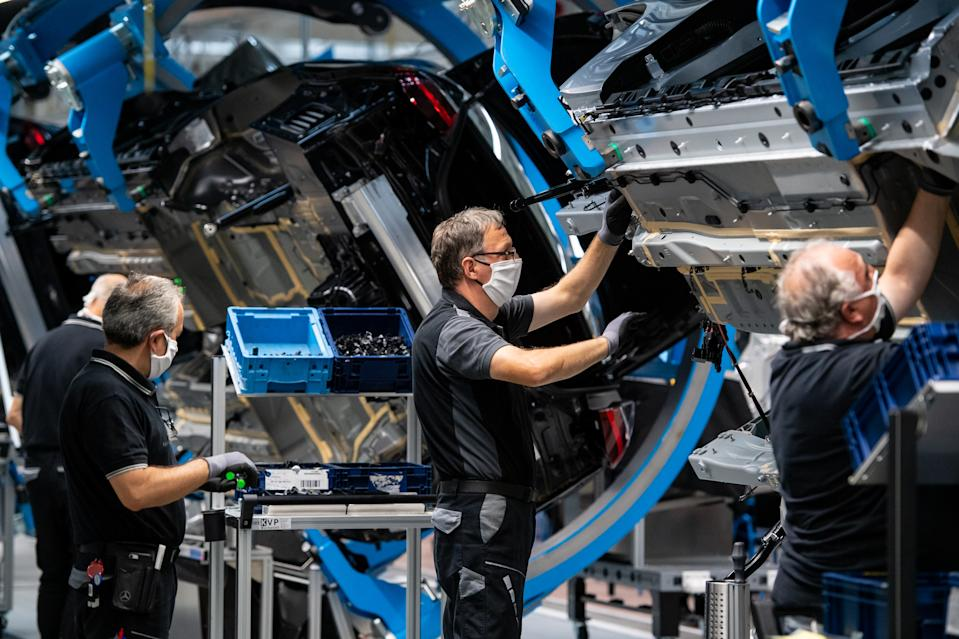 "SINDELFINGEN, GERMANY - SEPTEMBER 02: Workers assemble the new S-Class Mercedes-Benz passenger car at the new ""Factory 56"" assembly line at the Mercedes-Benz manufacturing plant on September 2, 2020 in Sindelfingen, Germany. The luxury car is the 11th generation S-Class and is scheduled to reach dealers in November. (Photo by Lennart Preiss/Getty Images)"