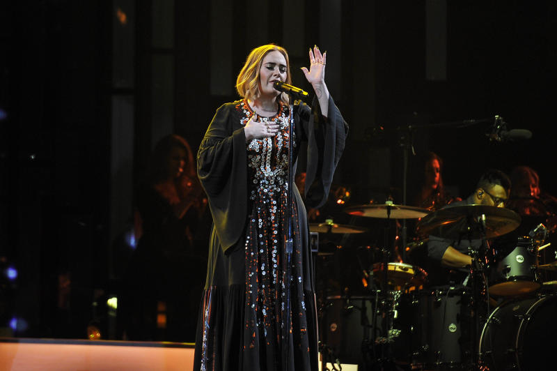 Adele performs at Glastonbury Festival 2016. (KGC-138/STAR MAX/IPx)