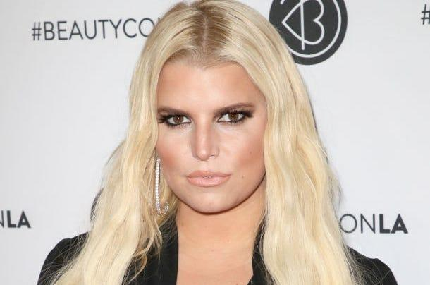 Jessica Simpson joins Pink, disables Instagram comments after mom shaming