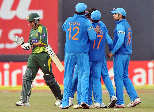 Indian players celebrating the wicket of Younis Khan (Pakistan) during the 3rd One Day Internationals Match between India & Pakistan at Ferozeshah Kotla Stadium in Delhi on January 6, 2013. P D Photo by Asish Maitra