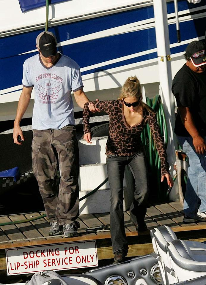 """The heartthrob behind such hits as """"Bailamos"""" and """"Hero"""" helps his hottie on to the watercraft. What a gentleman! <a href=""""http://www.infdaily.com"""" target=""""new"""">INFDaily.com</a> - February 14, 2008"""
