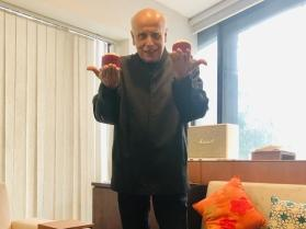 Mahesh Bhatt no more? Pooja Bhatt rubbishes death hoax; says he is 'living dangerously and kicking'