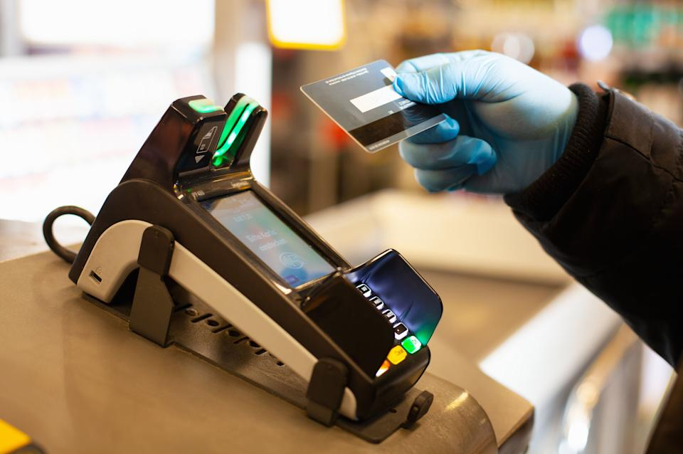 Cashless payment is recommended during the coronavirus crisis (Photo: Kathrin Ziegler via Getty Images)