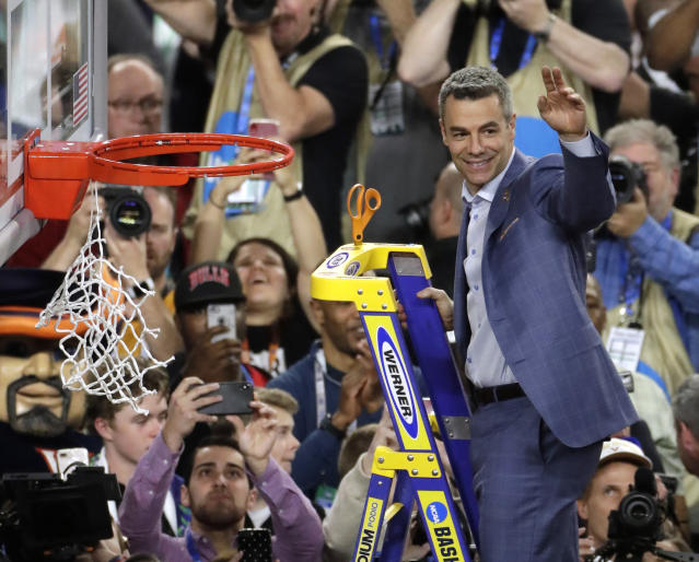 Virginia head coach Tony Bennett declined a raise to give back to the university's athletic department. (AP Photo/Matt York)