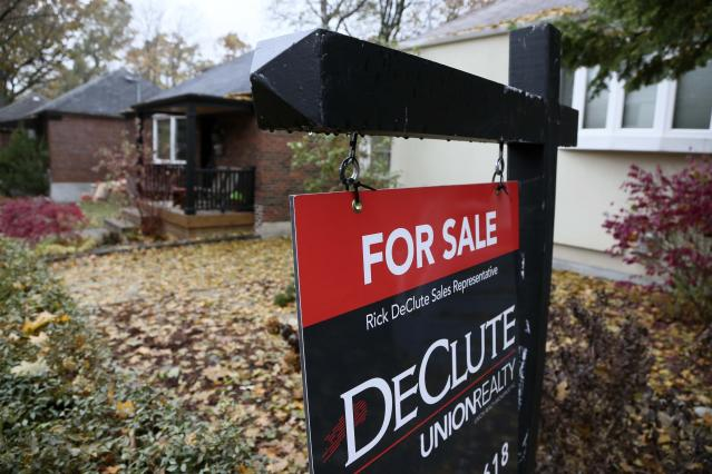 TORONTO, ON - NOVEMBER 13 - Generic real estate signage shot in Toronto's east end for Business stories November 13, 2017. (Andrew Francis Wallace/Toronto Star via Getty Images)