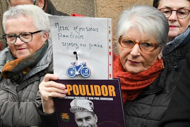 "A mourner holds a sign reading ""Thank you Mr Poulidor, rest in peace"" at the funeral of French cyclist Raymond Poulidor (AFP Photo/MEHDI FEDOUACH)"