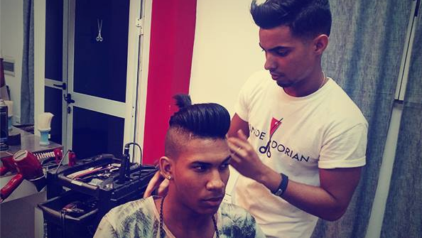 """<p> """"Cubans have always liked to look good,"""" says Carbonell. """"But in the last decade, men have begun adding elements to their images that were previously reserved for women in beauty salons.""""<i> (Photo: Salón Donde Dorian)</i></p>"""