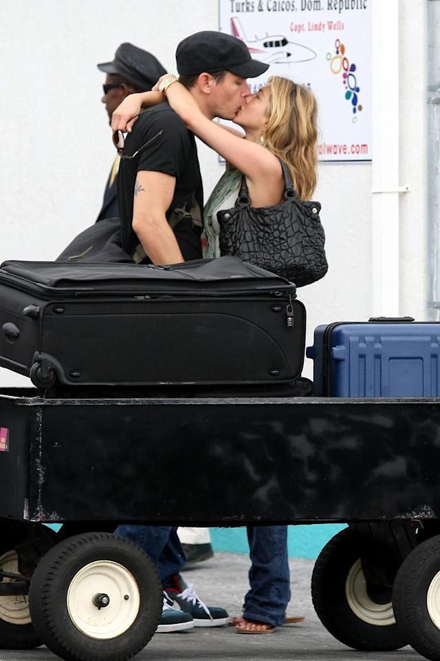 "Jennifer Aniston and John Mayer usually keep their PDA to a minimum, but they certainly didn't during their Valentine's Day getaway in the Bahamas. The couple will reportedly make their first red carpet appearance together at Sunday's Academy Awards. <a href=""http://www.x17online.com"" target=""new"">X17 Online</a> - February 15, 2009"