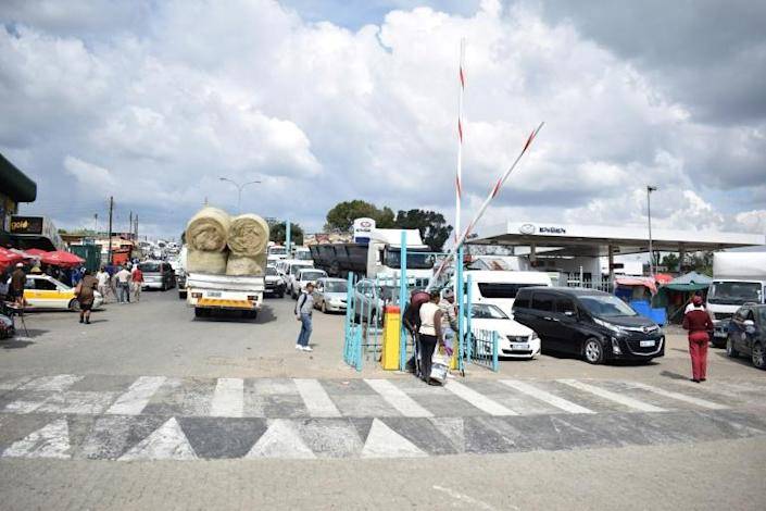 The Maseru Bridge border post between Lesotho and South Africa. A landmark agreement would scrap all customs duties on internal trade between African countries, but progress is slow (AFP Photo/Molise Molise)