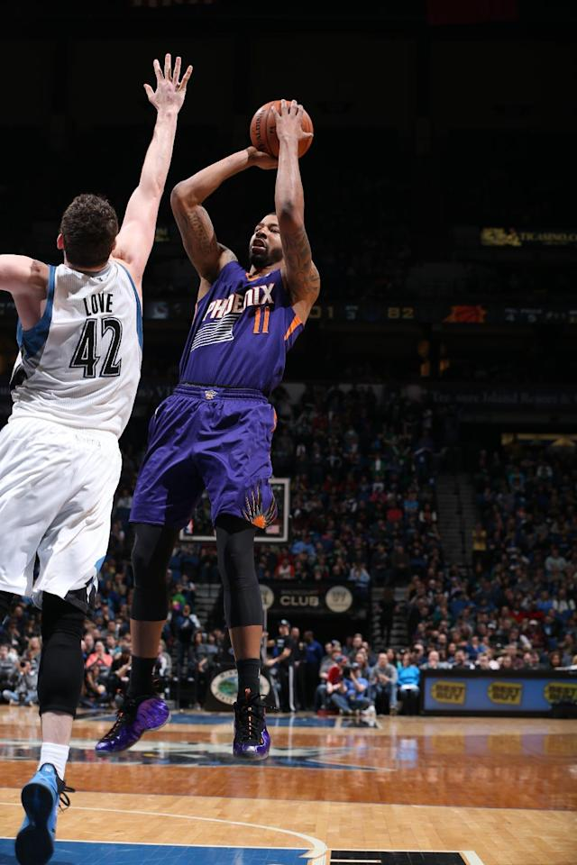 MINNEAPOLIS, MN - MARCH 23: Markieff Morris #11 of the Phoenix Suns shoots against the Minnesota Timberwolves on March 23, 2014 at Target Center in Minneapolis, Minnesota. (Photo by David Sherman/NBAE via Getty Images)