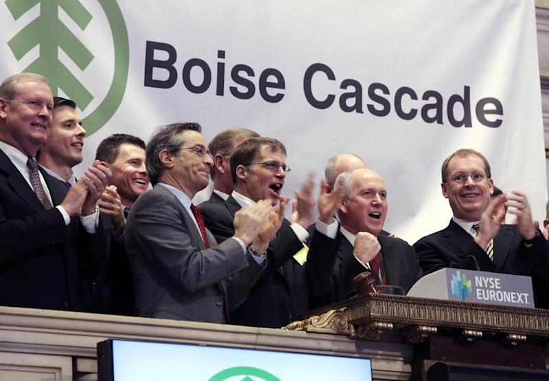 Boise Cascade Chief Executive Officer Thomas Carlile, second from right, joined by members of the companyís executive management team, rings the opening bell of the New York Stock Exchange, to celebrate their IPO, Wednesday, Feb. 6, 2013. Strong earnings reports from media giants Disney and Time Warner aren't impressing investors in early trading, and major U.S. market indexes are opening lower. (AP Photo/Richard Drew)