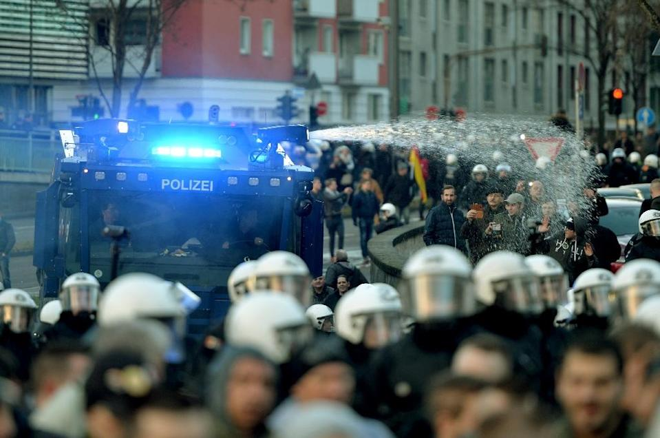 Police use water cannon in Cologne, western Germany, on January 9, 2016 after protesters hurled firecrackers and bottles at officers (AFP Photo/Monika Skolimowska)