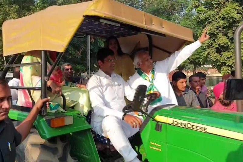 Confident of Forming Govt in Haryana, Dushyant Chautala Reaches Polling Booth With Family on Tractor